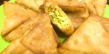 Crispy Chicken Keema Samosa