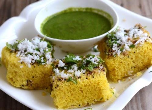 khaman dhokla with green chutney