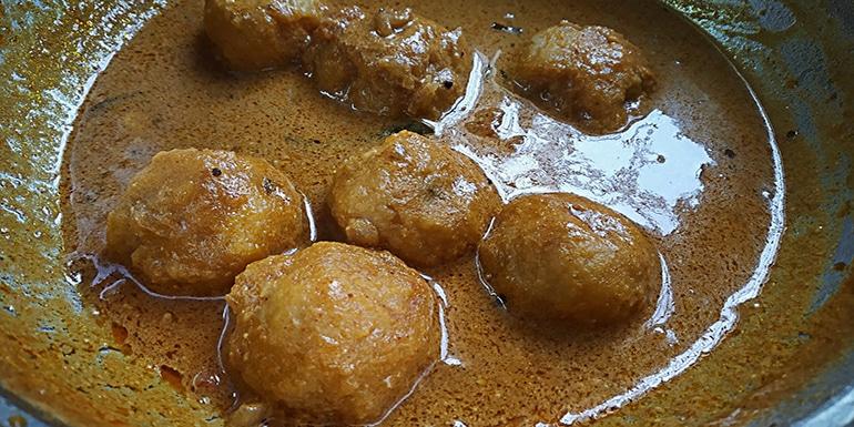 dal dumplings gravy